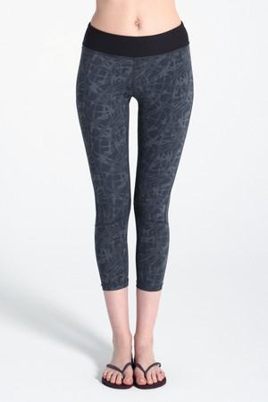 A61Y1357 / Sweatwicking for a run 花樣線條緊身褲(裸感)